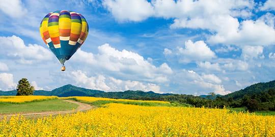 Bunte Heißluftballons am Himmer
