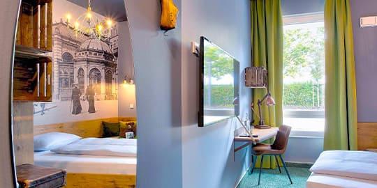 Stylisch eingerichtetes Hotelzimmer in einem Designhotel