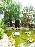 Hoteleigener Gartenteich