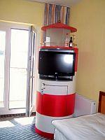 TV mit Minibar